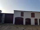 Dom z zabudową
