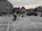 Odśnieżanie chodników, dojść do budynków, placów, parkingów